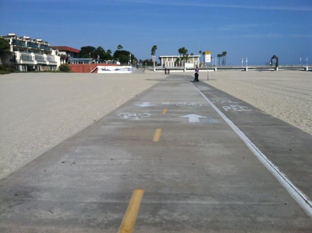 Long Beach's bike and pedestrian path